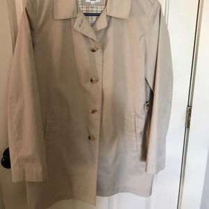 Gallery trench coat size med button down/pockets